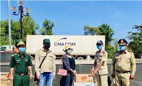 Gia Lai hỗ trợ nhu yếu phẩm, vật tư y tế cho kiều bào ở Campuchia