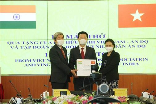 Việt Nam trao tặng 100 máy thở cho nhân dân Ấn Độ