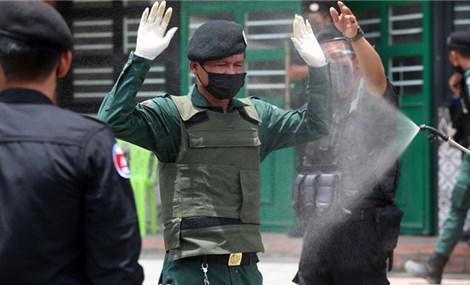 Gác chốt kiểm dịch COVID-19, 84 cảnh sát ở Campuchia dương tính với SARS-CoV-2