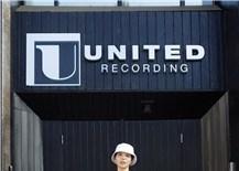 Ca khúc tiếng Anh đầu tiên của Vũ Cát Tường cán mốc 1 triệu lượt nghe trực tuyến