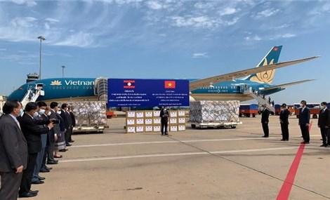 Đoàn chuyên gia y tế Việt Nam chia sẻ kinh nghiệm, đề xuất các giải pháp hỗ trợ Lào phòng, chống dịch Covid-19