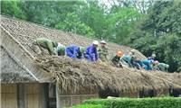 Người chuyên thay'áo mới' nhà Bác ở làng Sen