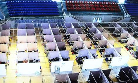 Ngày đầu hoạt động của bệnh viện dã chiến số 2 Bắc Giang với hơn 500 bệnh nhân mắc COVID-19