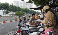 Ho Chi Minh City severely fines people traveling on the street without wearing masks