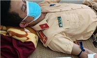 Bac Giang: Traffic police lieutenant donates blood to support 5-year-old boy