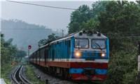 Đường sắt Bắc - Nam dỡ phong tỏa sau khi di dời quả bom