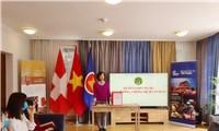 Đại sứ quán Việt Nam tại Thụy Sĩ quyên góp ủng hộ Quỹ phòng chống dịch