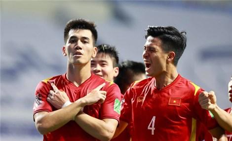 """Indonesia đá """"xấu xí"""", Việt Nam vẫn đại thắng 4-0"""