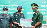 Biên phòng An Giang: Tặng quà trị giá 2 tỉ đồng cho Campuchia chống dịch