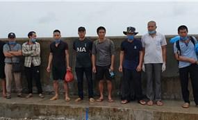 Bắt 5 xà lan nhập cảnh trái phép từ Campuchia về Việt Nam