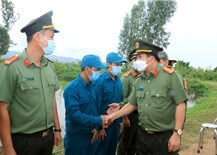 The ceremony of conferring and joining the Party at the anti-epidemic checkpoint