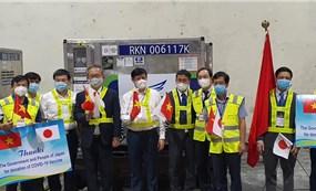 Gần 1 triệu liều vaccine Chính phủ Nhật tặng đã tới sân bay Nội Bài