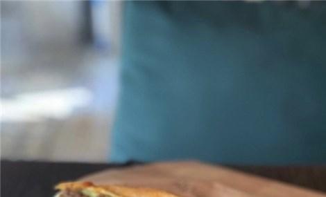 Muôn kiểu thưởng thức bánh mì khắp ba miền