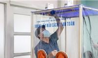 Phó giáo sư chế tạo buồng lấy mẫu nCoV lắp ráp trong 10 phút