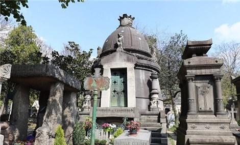 Nghĩa trang Pere Lachaise, địa điểm du lịch kỳ lạ, đầy hấp dẫn giữa lòng Paris tráng lệ