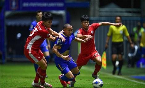 """8 phút """"vỡ trận"""" khiến Viettel thua ngược trước Pathum Utd"""