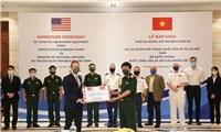 Quân đội Mỹ hỗ trợ thiết bị xét nghiệm Covid-19 cho Việt Nam
