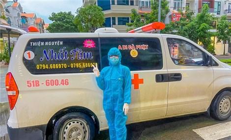 """Nữ """"tài xế"""" 9X tình nguyện lái xe cứu thương chở F0, F1 tại TPHCM"""