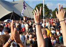 """Hà Lan: Gần 1000 người nhiễm Covid-19 sau một lễ hộiâm nhạc ngoài trời, Thủ tướng Mark Rutte xin lỗi vì đã dỡ bỏ các hạn chế quá sớm, gọi đó là một""""tính toán sai lầm"""""""