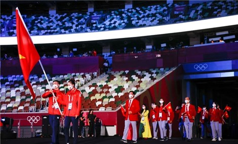 Đoàn thể thao Việt Nam diễu hành ở lễ khai mạc Olympic Tokyo