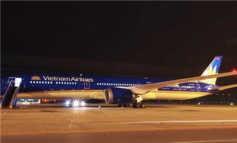 299 người trên chuyến bay từ TP HCM của Vietnam Airlines được đưa đi cách ly tập trung ngay khi tới Nội Bài