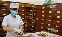 Tại sao Bộ Y tế thu hồi công văn về thuốc cổ truyền hỗ trợ điều trị COVID-19?