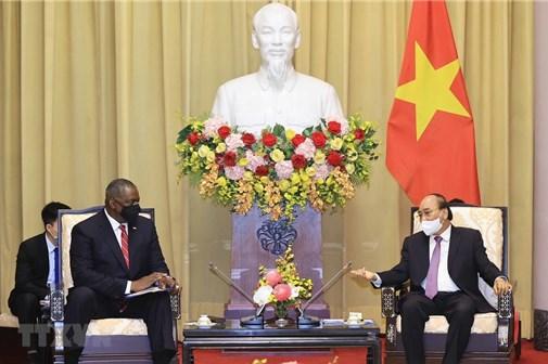 Chủ tịch nước Nguyễn Xuân Phúc tiếp Bộ trưởng Quốc phòng Hoa Kỳ Lloyd Austin