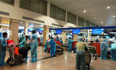 Hai chuyến bay đưa gần 400 người dân Quảng Nam có hoàn cảnh khó khăn về quê