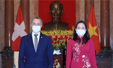Thụy Sĩ hỗ trợ Việt Nam lô thiết bị y tế trị giá 120 tỷ đồng