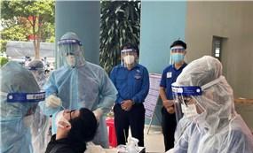 Tặng 100.000 khay test nhanh kháng nguyên SARS-CoV-2 cho 4 địa phương