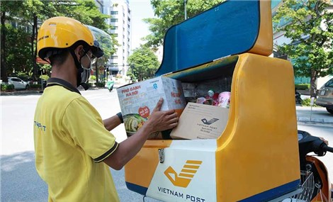 Chuyện nhân viên bưu chính cung ứng thực phẩm trong vùng dịch