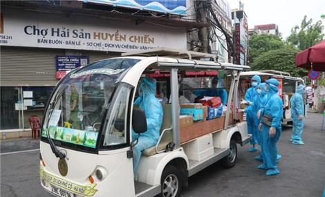 Xe điện du lịch tiếp tế hàng hóa cho người dân khu phong tỏa