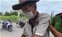Cụông 84 tuổi đạp xe từ Campuchia qua Hà Tiên mới biết mắc COVID-19