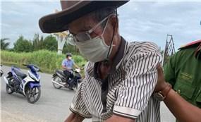Cụ ông 84 tuổi đạp xe từ Campuchia qua Hà Tiên mới biết mắc COVID-19