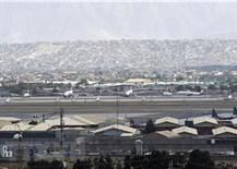"""Hàng không quốc tế xoay xở để tránh""""tên bay đạn lạc"""" tại Afghanistan"""