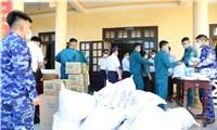 Ngư dân Quảng Nam đón nhận 200 suất quà  từ cán bộ, chiến sĩ Bộ Tư lệnh Vùng Cảnh sát biển 2 trao tặng