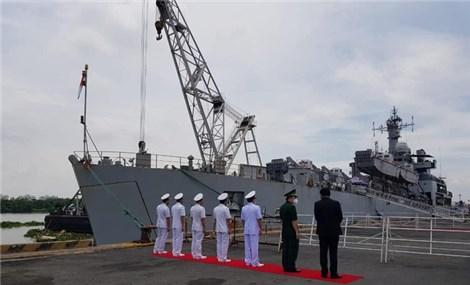 Tàu Hải quân Ấn Độ chở 300 máy tạo oxy và 100 tấn oxy y tế đến TP HCM