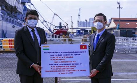 Lễ tiếp nhận trang thiết bị y tế của Chính phủ Ấn Độ tặng Chính phủ Việt Nam