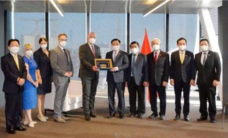 Chủ tịch Quốc hội Vương Đình Huệ làm việc với lãnh đạo một số tập đoàn doanh nghiệp tại Áo