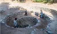 Bí ẩn loạt hố xoắn ốc đắp đá kỳ lạ ở Peru