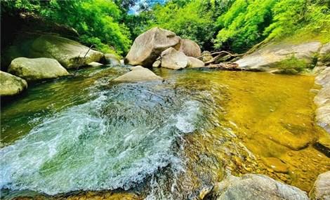 Thác nước hoang sơ gần vườn quốc gia Phước Bình