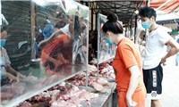 Hà Nội: Chợ truyền thống tấp nập, giá bình ổn trong ngày đầu tiên hết giãn cách