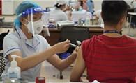 Đẩy nhanh tiêm vắc xin mũi 2 để 'xanh hóa' vùng dịch