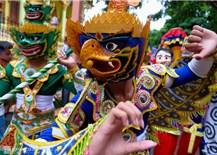 Nghệ thuật chế tác mão, mặt nạ của người Khmer