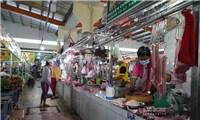 """Chợ truyền thống mở cửa""""nhỏ giọt"""", chợ tự phát nhộn nhịp ở TPHCM"""