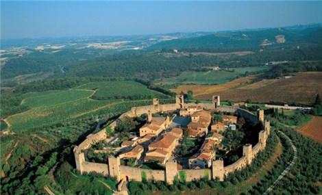 Khám phá thị trấn trung cổ còn nguyên vẹn, nằm trên ngọn đồi