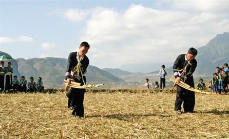 Giữ gìn, phát huy bản sắc văn hóa dân tộc Mông, Tày ở Yên Bái