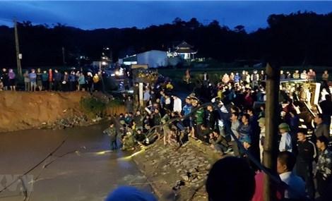 Hòa Bình: Nỗ lực tìm kiếm một học sinh rơi xuống ngầm suối mất tích