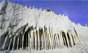 Bí ẩn loạt cột đá hình thành cách đây hàng trăm nghìn năm