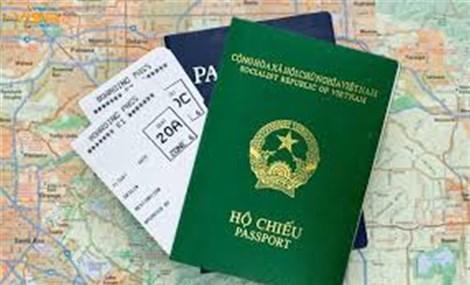 Xuyên đêm làm hộ chiếu cho người dân